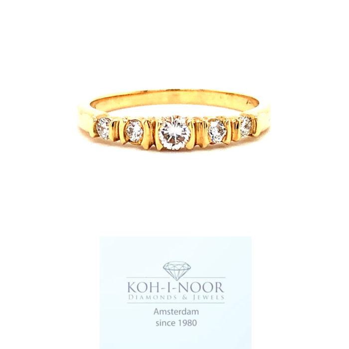 r8816-va-14krt-geel-gouden-fantasie-rij-ring-briljant-1-0.11krt-4-0.18krt-diamanten-twess-vvs-985r8816-va-14krt-geel-gouden-fantasie-rij-ring-briljant-1-0.11krt-4-0.18krt-diamanten-twess-vvs-985