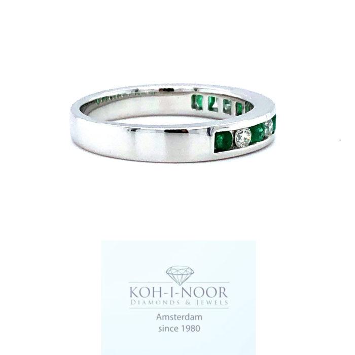 r8937-za-diamant-smaragd-rij-14krt-wit-gouden-rail-ring-briljant-5-0.19krt-diamanten-g-vs1-6-0.28krt-smaragden-16.75mt-53mt-3gr-950